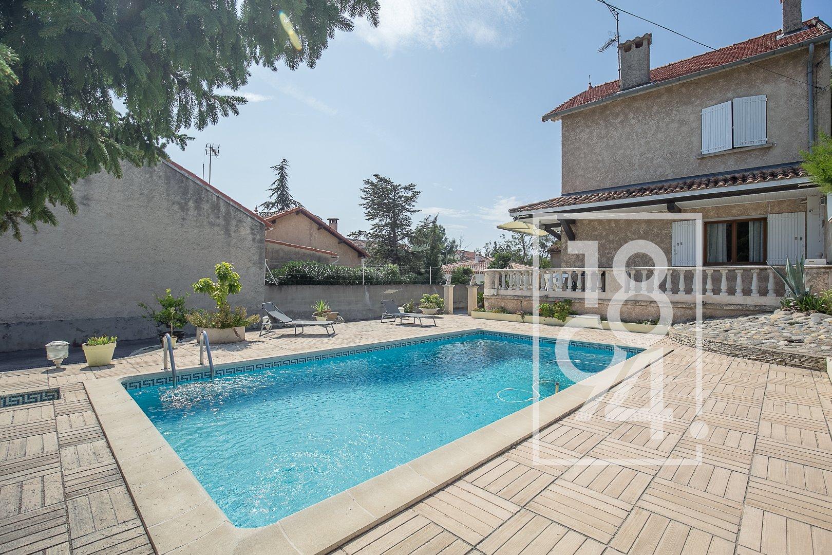 Villa traditionnelle avec piscine - Verduron Bas