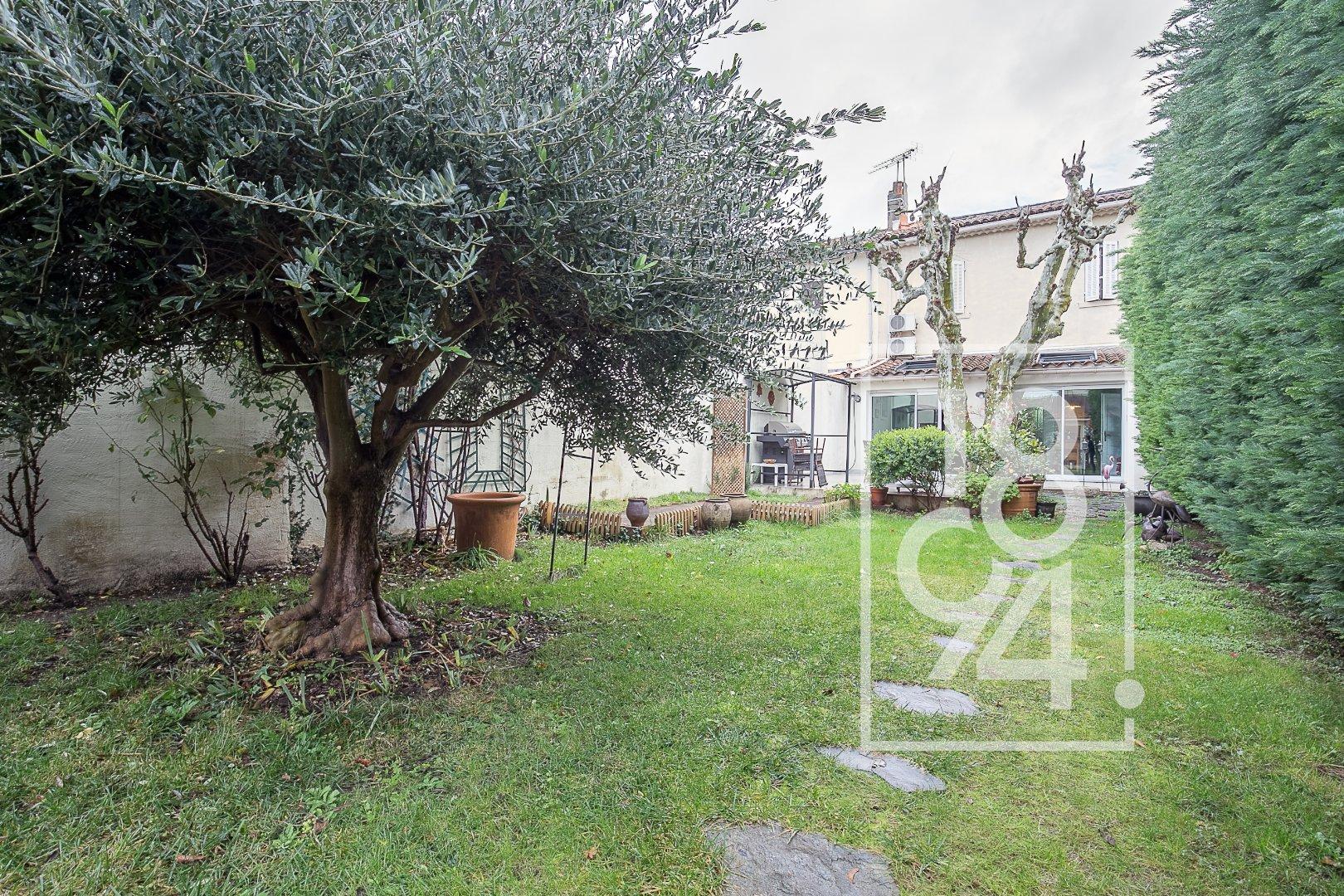 Maison de village 200m² avec jardin sur parcelle 312m²