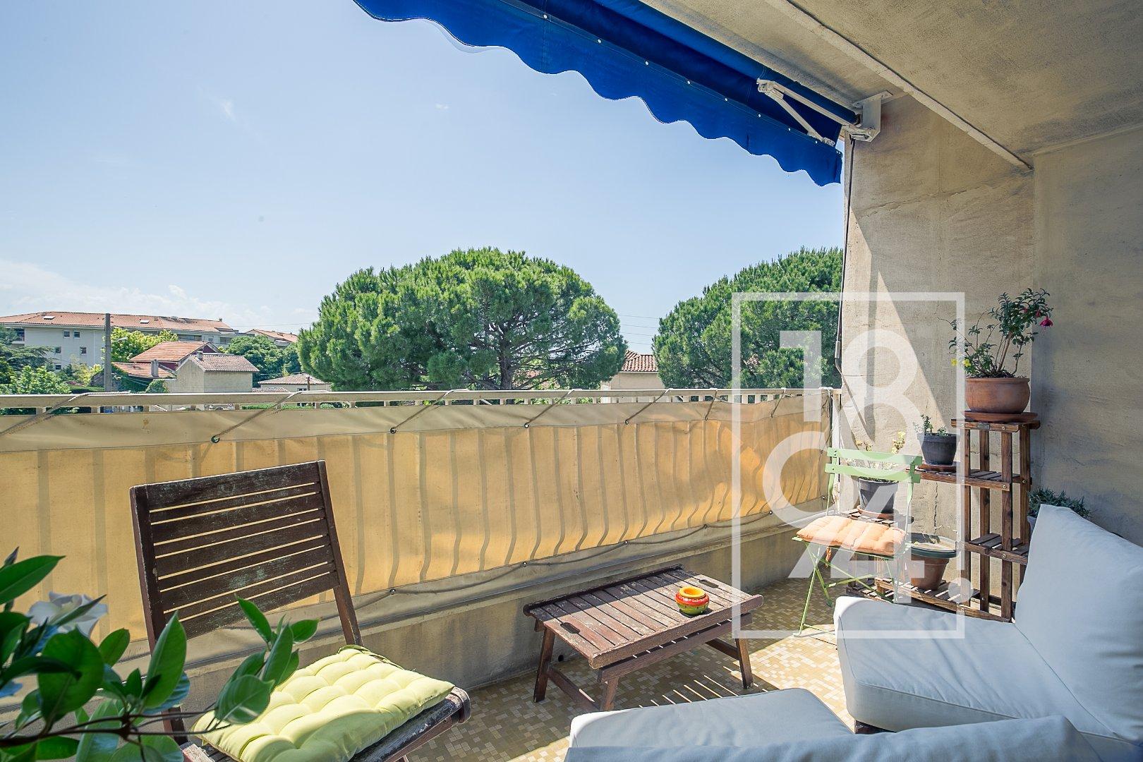 Appartement T3 entièrement rénové avec terrasse et parking secteur Cabot