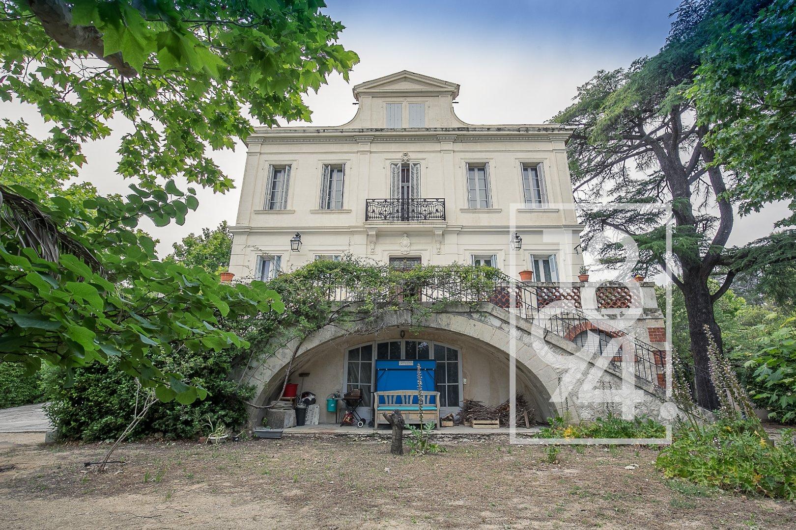 Maison de maître de 350 m² sur 1200 m² de terrain - PLAN DE CUQUES