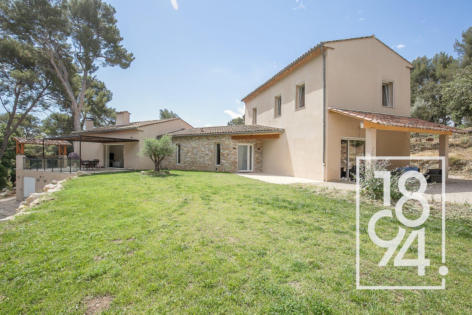 Villa Éoures 250 m2 avec piscine sur parcelle de 8553m2