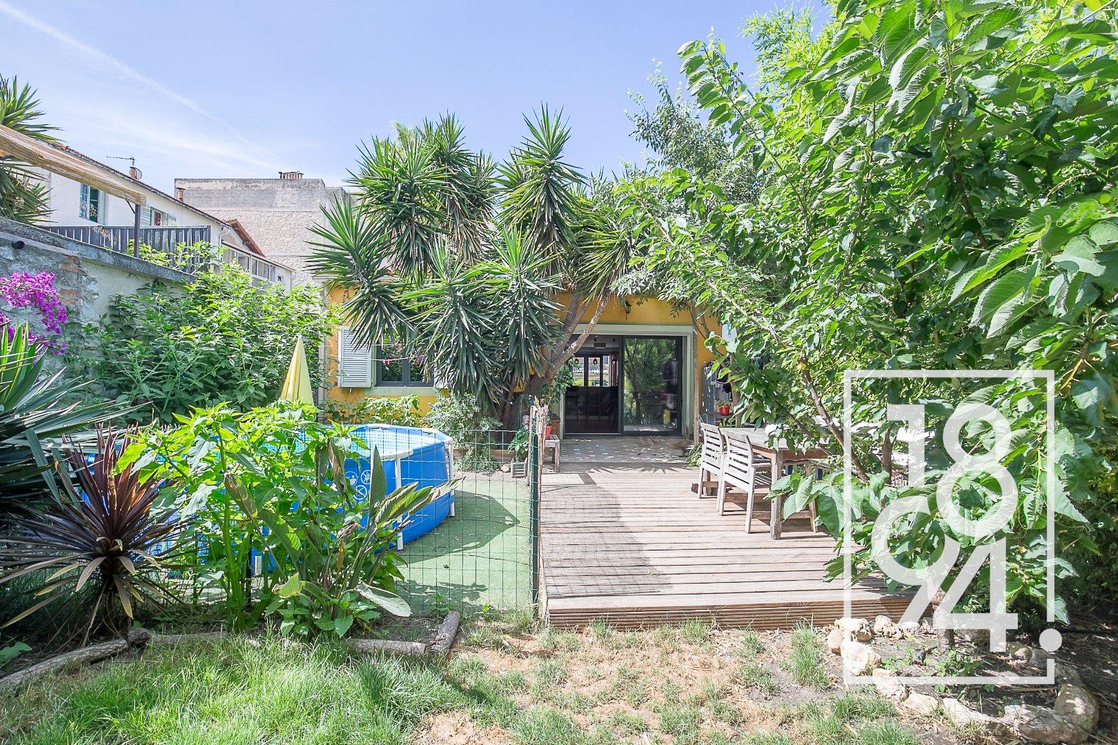 Maison traversante rare secteur Montolivet  jardin / Terrasse et parking