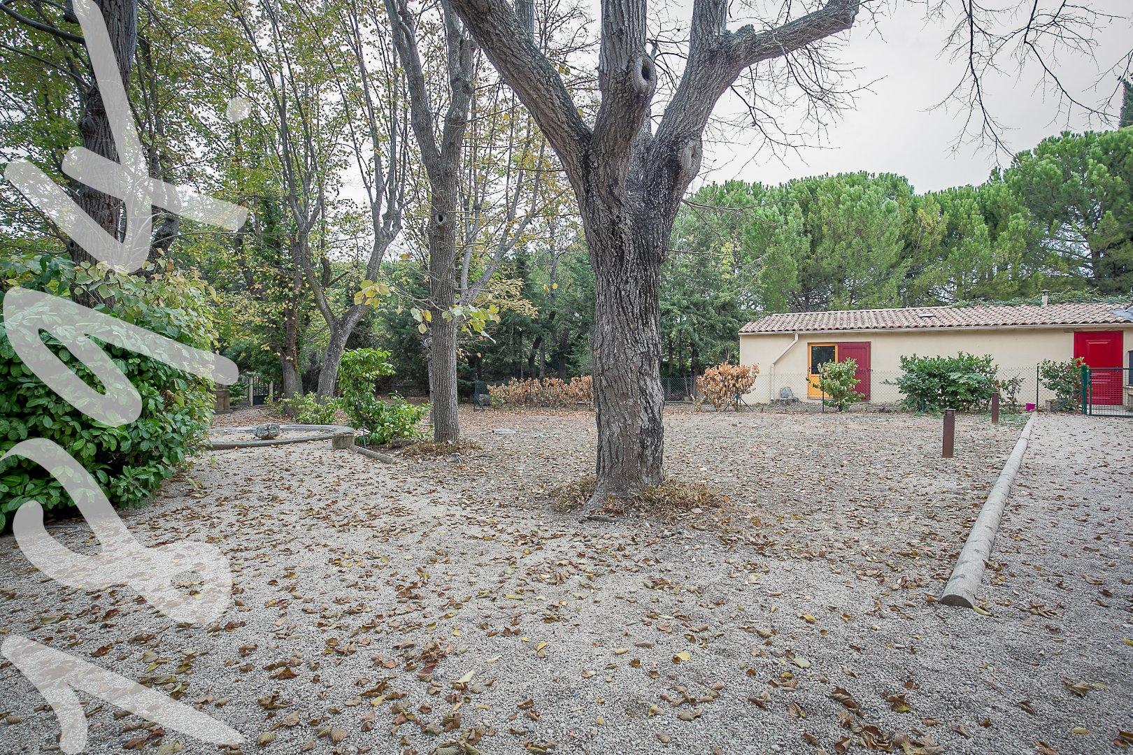 Maison de type 3 de 55m2 entierement renovée avec jardin, terrasse et place de parking.