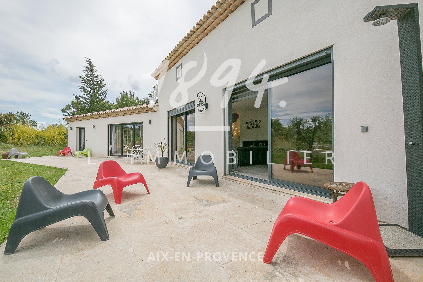 Superbe Villa de Type 4/5 de plain pied à St Cannat calme absolu