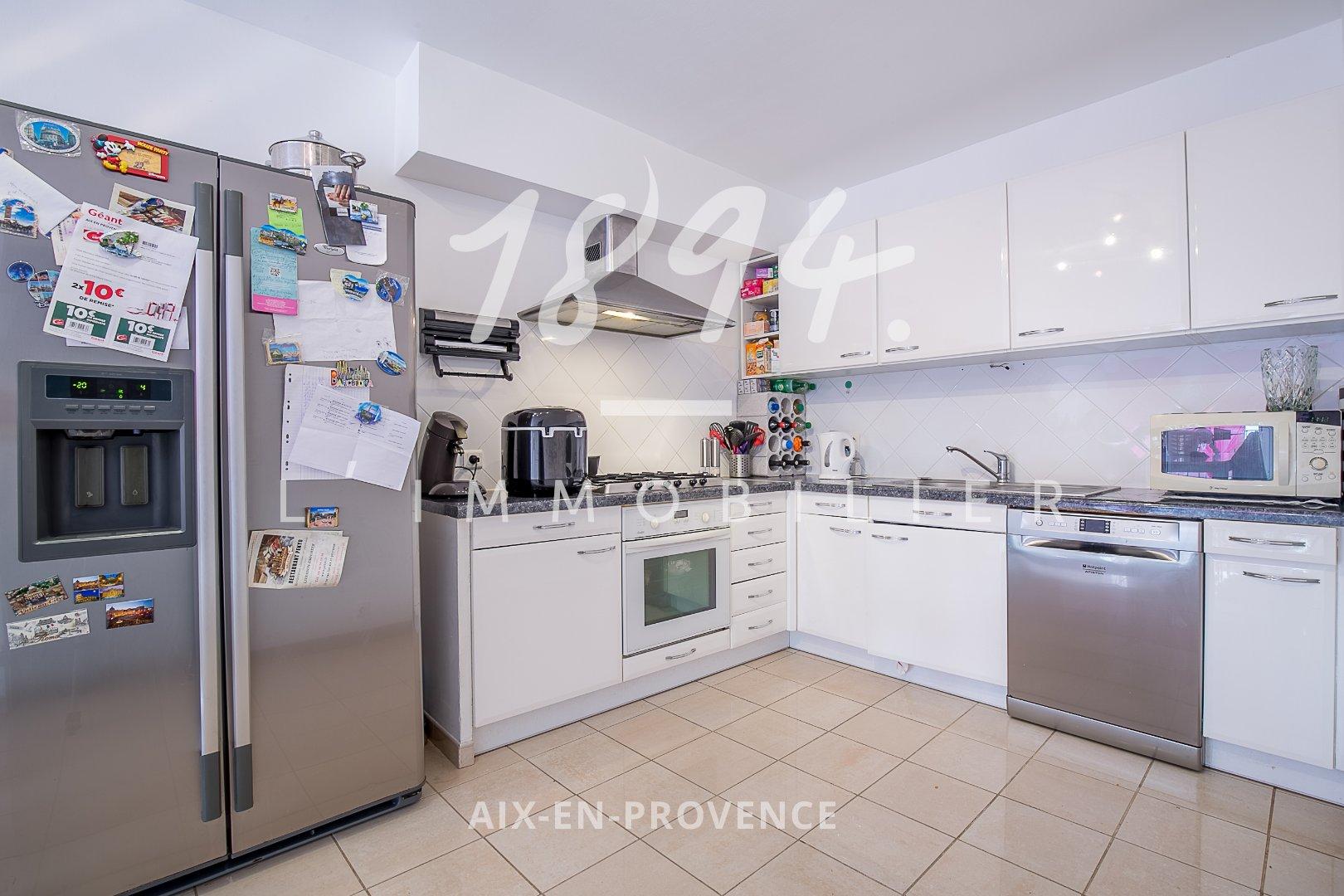 Appartement de 84m2 en RDC dans le centre d'Eguilles