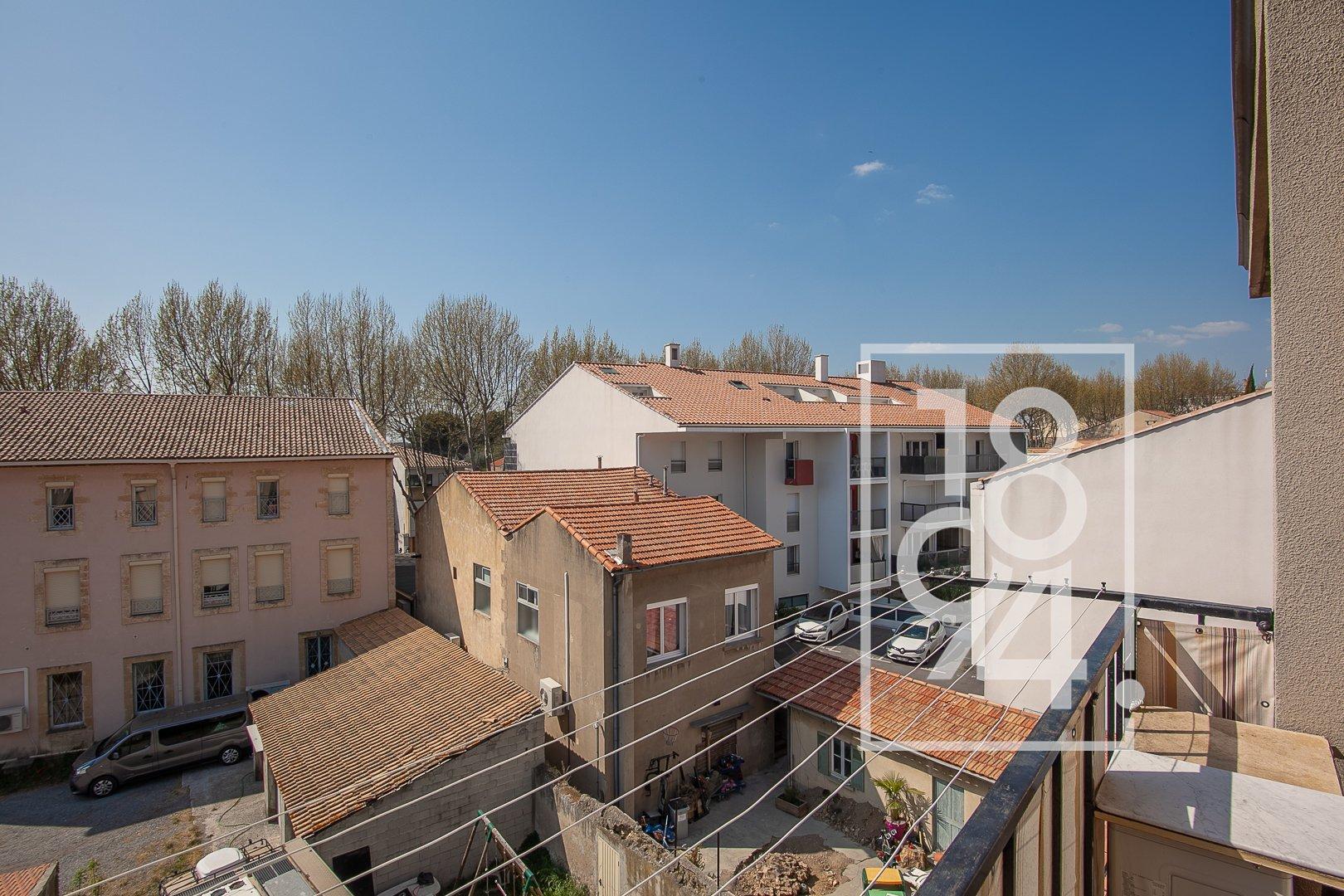 Appartement traversant T4 d'environ 72m2 à rénover au coeur de Salon de Provence