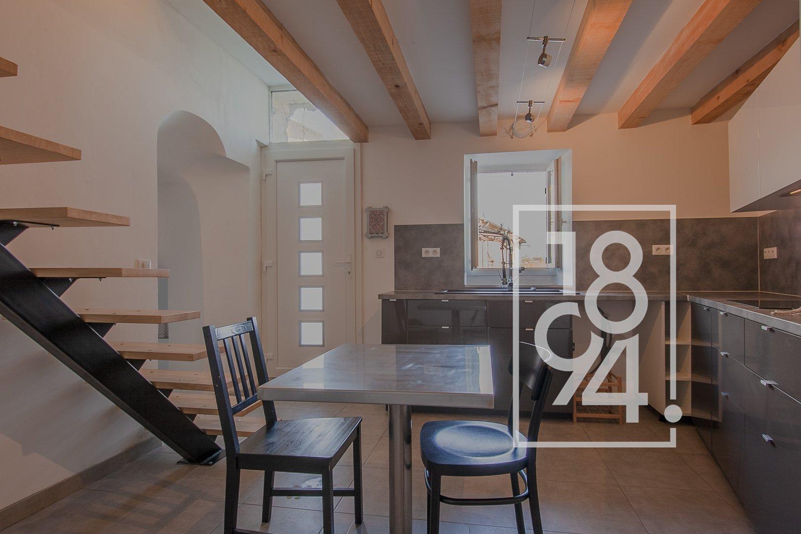 Maison de village lumineuse et en duplex au coeur de la Motte d'Aigues