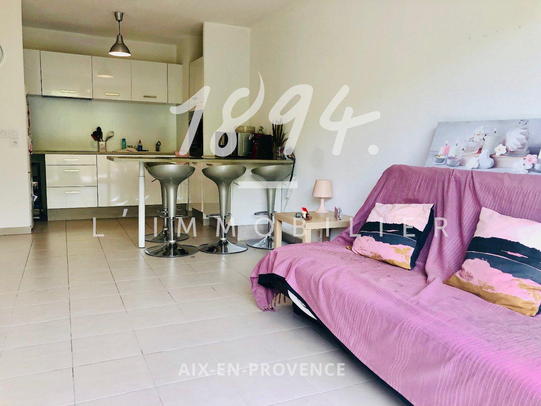 Appartement de type 3 d' environ 57 m2 avec terrasse et place de parking.