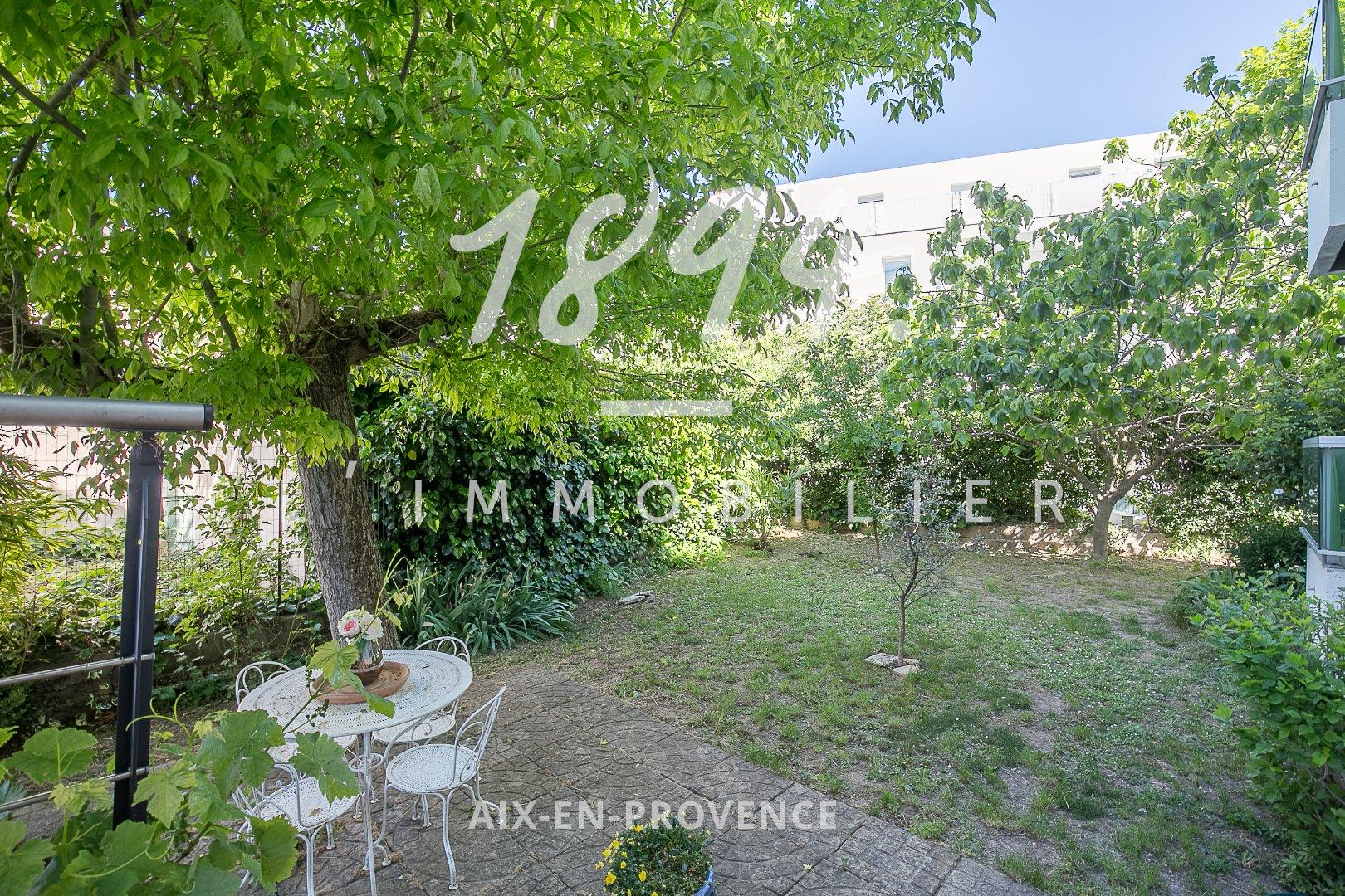 T4 d'environ 109m2 avec terrasse, jardin privatif, un garage et une cave à 5min du centre ville d'Aix