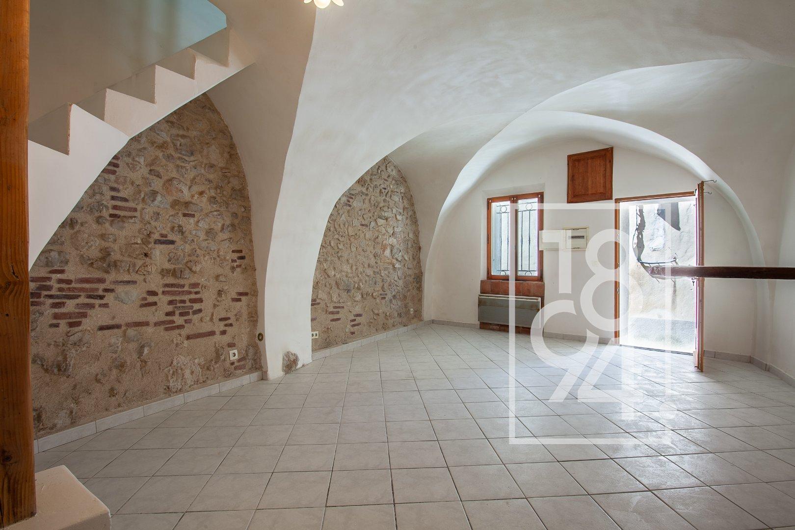 Maison de village T3/4 d'environ 60m² dans une rue calme à la Bastide des Jourdans