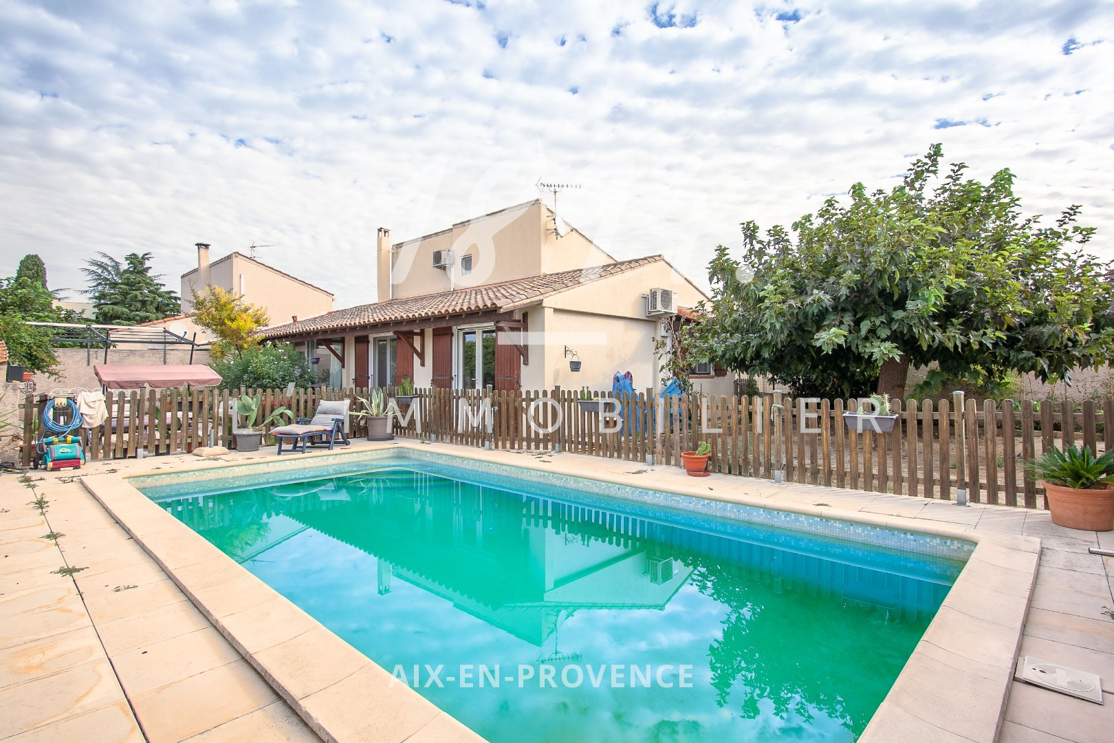 Maison T5 au calme d'un quartier résidentiel piscine et jardin paysagé