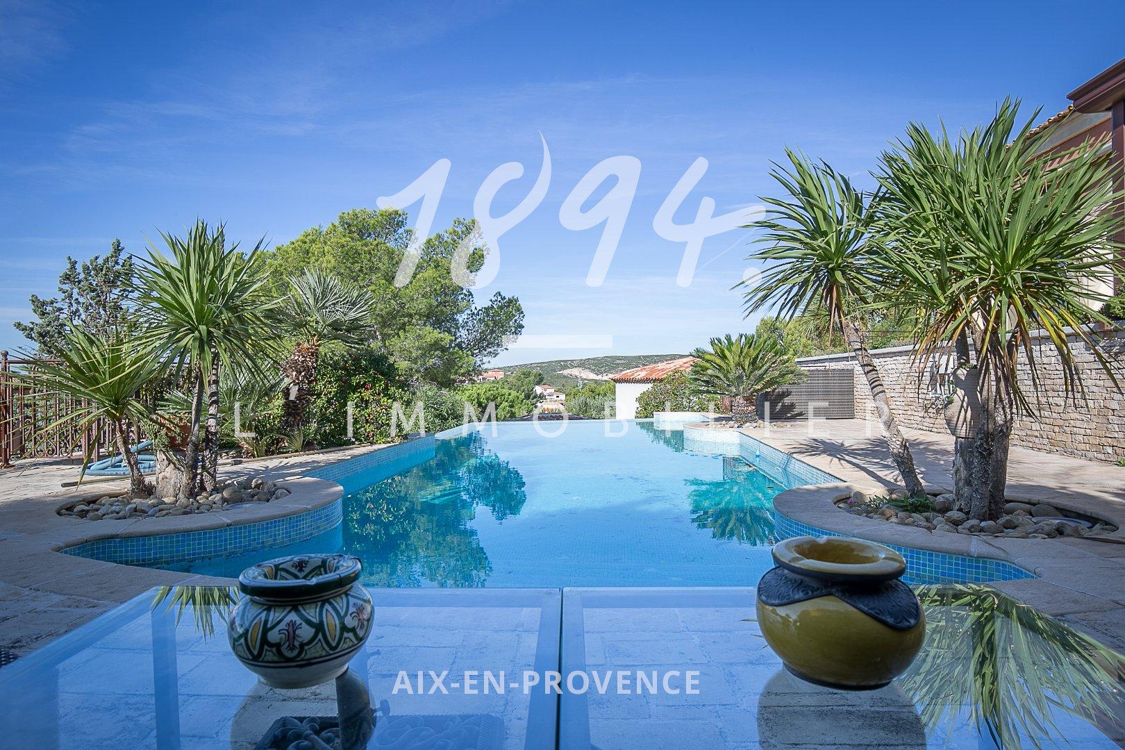 Villa de standing de type 6 de 220m2 sur un terrain de 945m2 avec triple garage, piscine et vue mer.