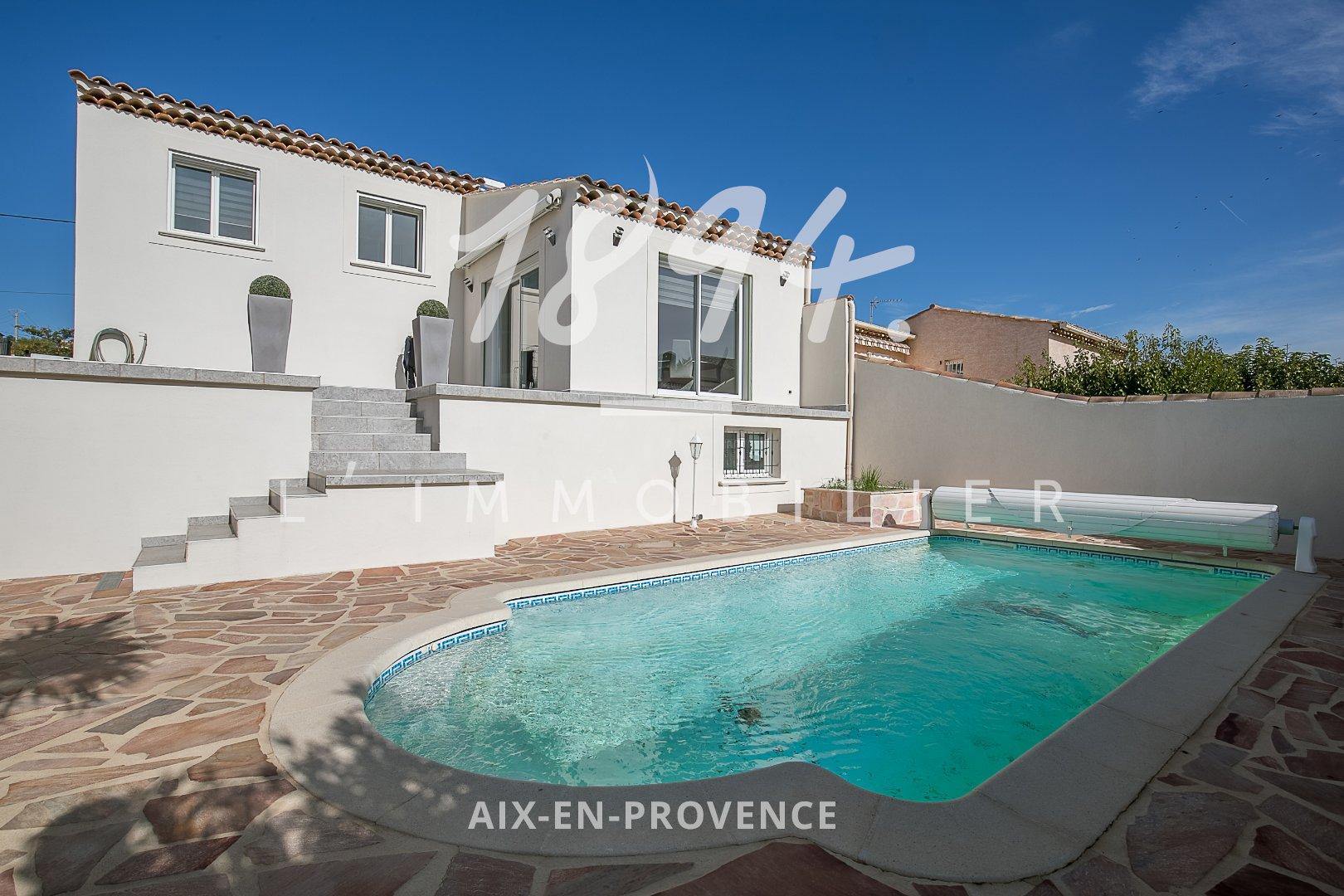 Villa contemporaine de type 5/6 de 110m2 sur un terrain de 375m2 avec piscine, pool house et double garage.