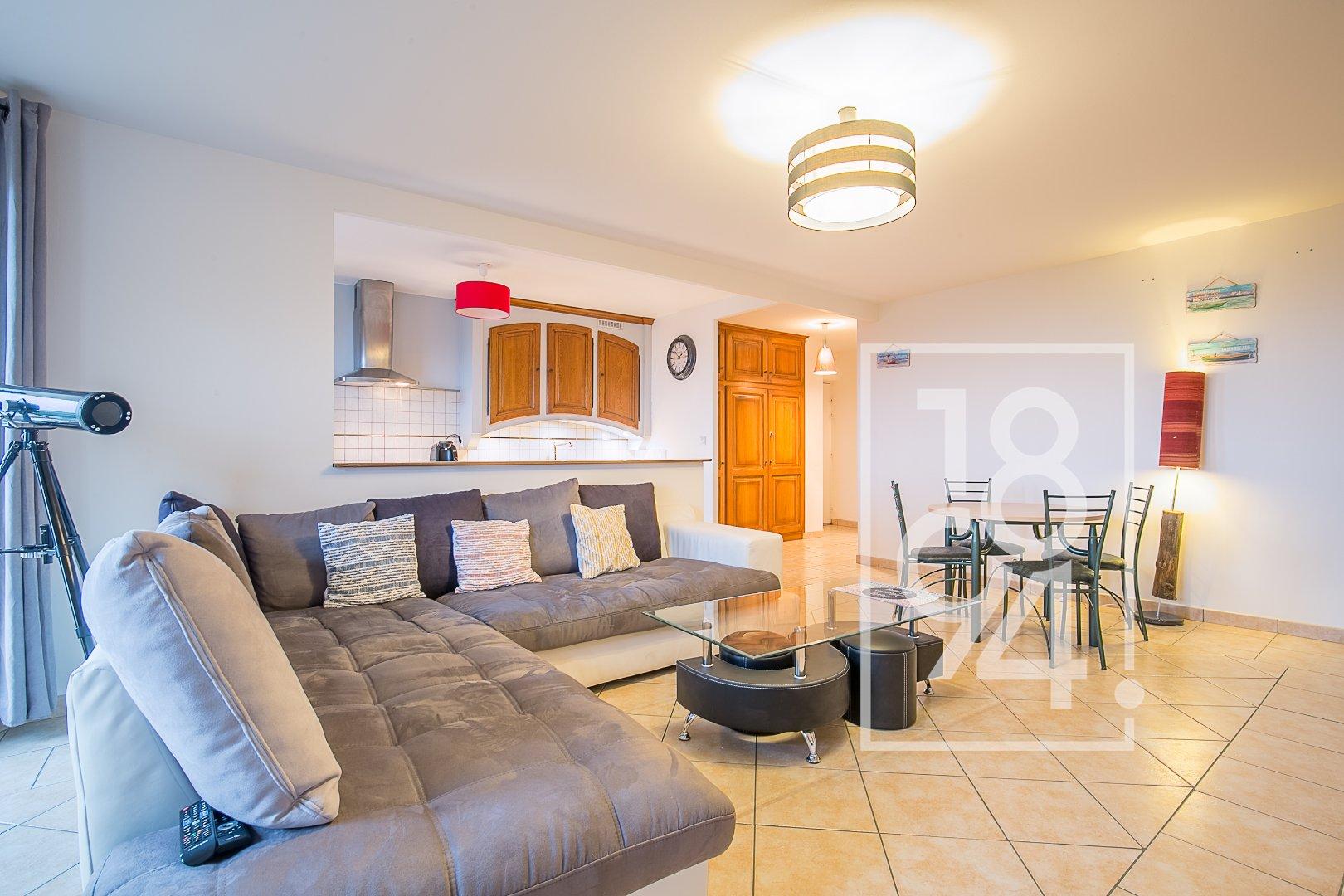 Appartement traversant de type T3 d'environ 68m2 avec terrasse à Istres