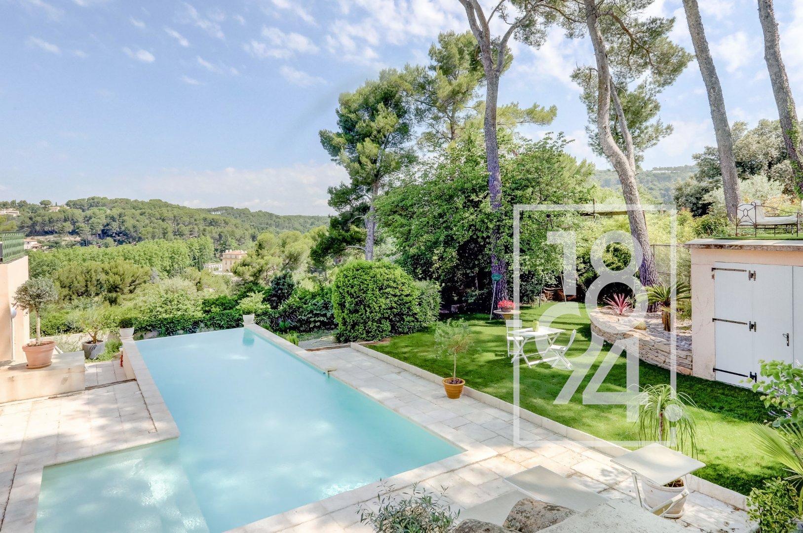 Superbe Villa avec piscine à débordement  et vue dégagée aux Pinchinats