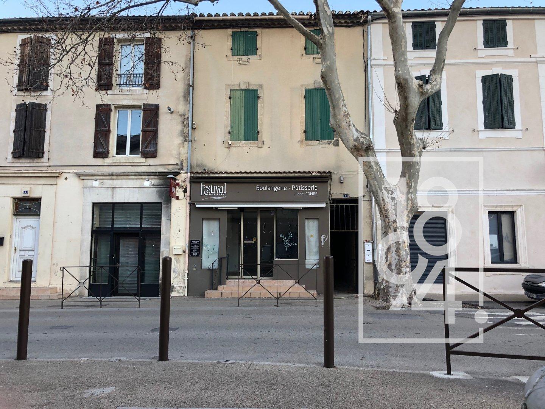 Immeuble de rapport dans le centre ville de Mouries