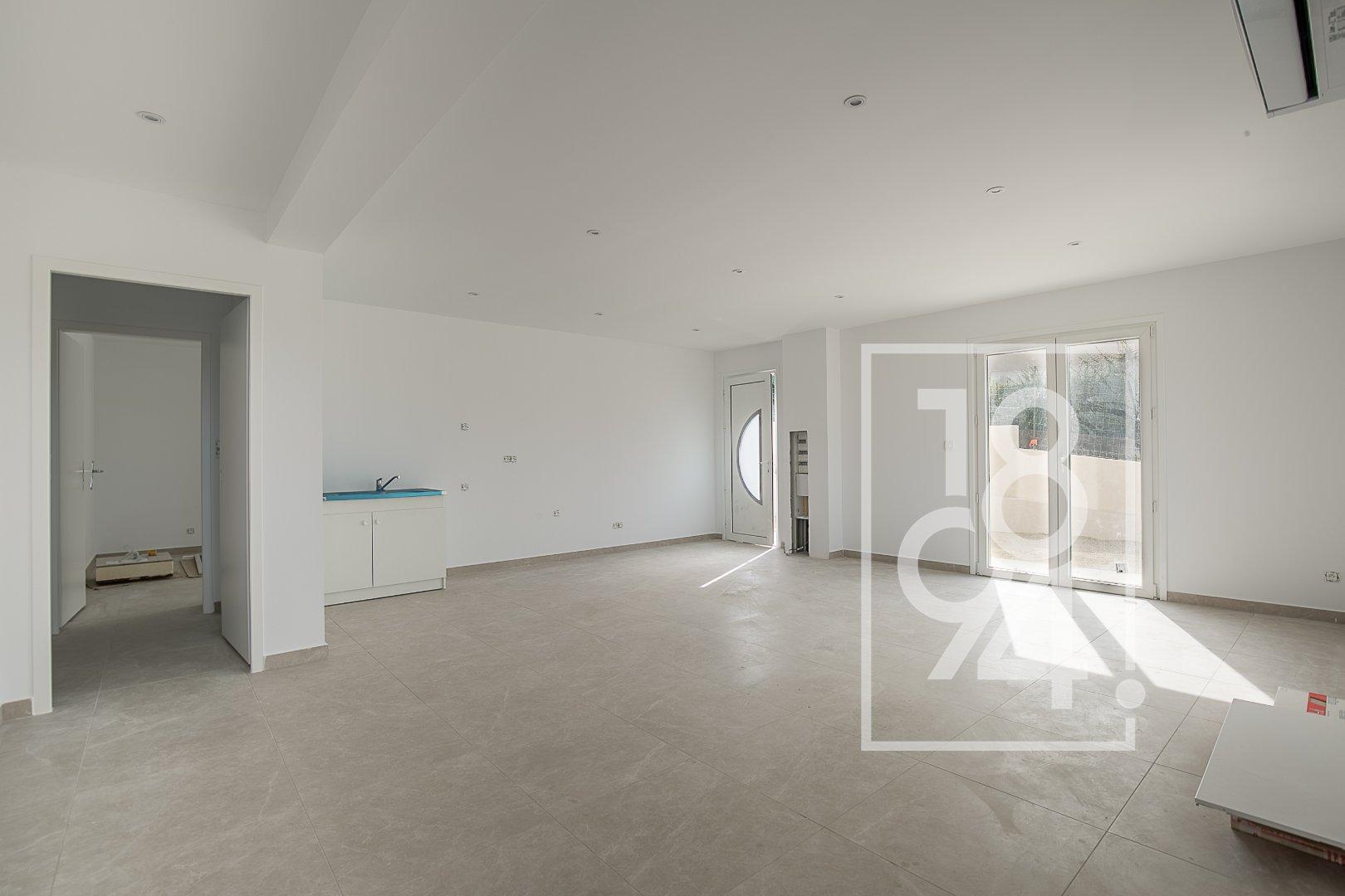 Appartement  T3 de 82m2 avec balcon et places de stationnement à Velaux