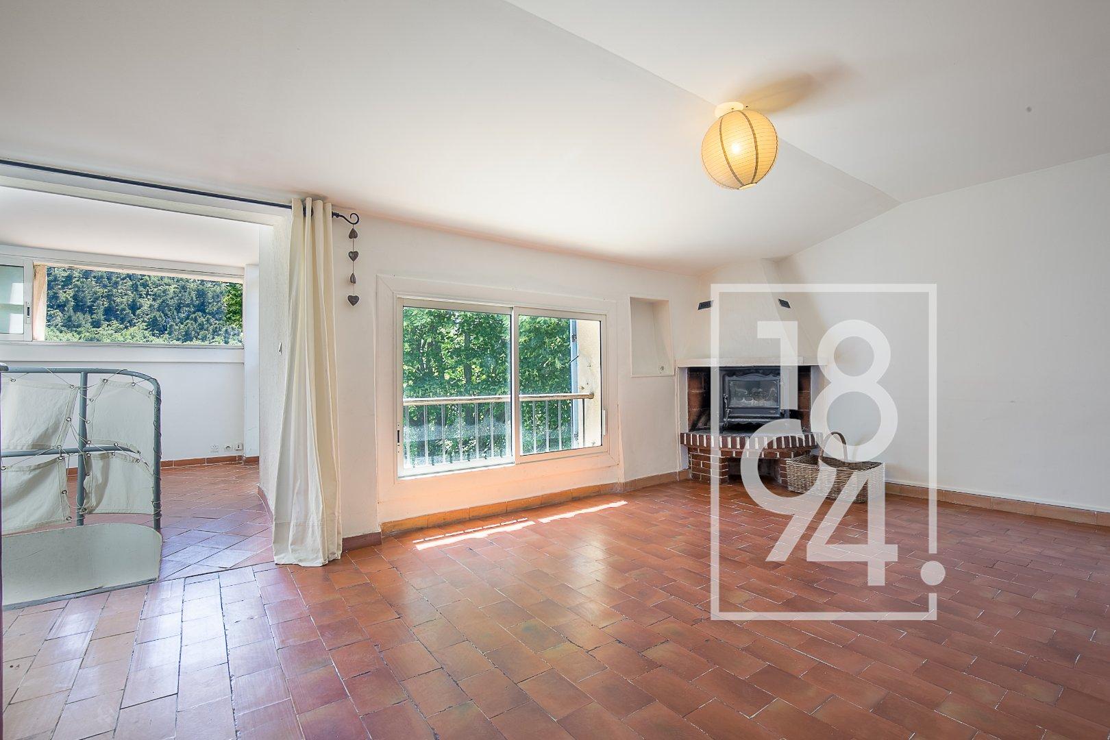 Maison atypique 3 pièces d'environ 93m2 pleine de charme à Simiane Collongue
