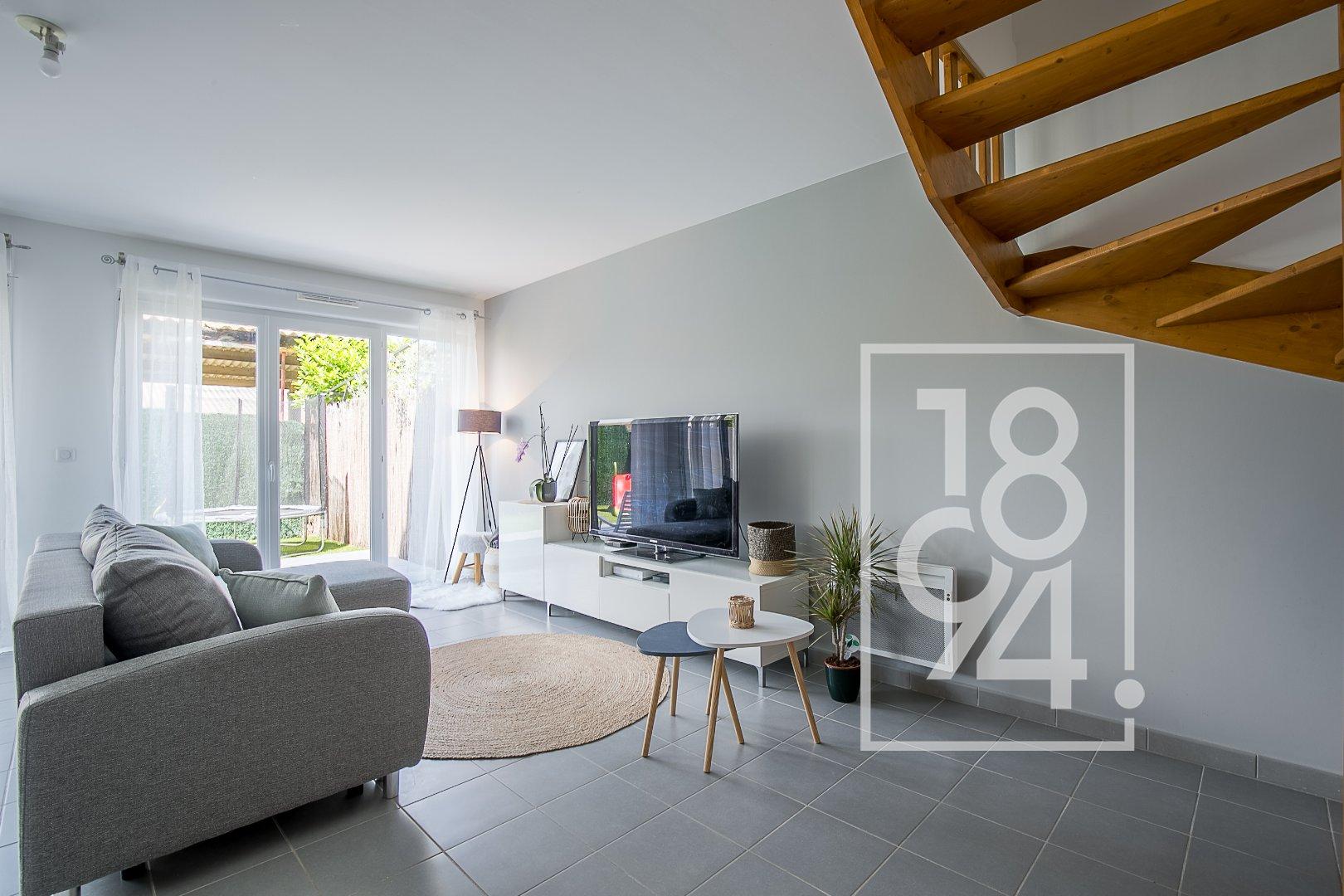Maison traversante 4 pièces de 100 m² avec jardin et garage