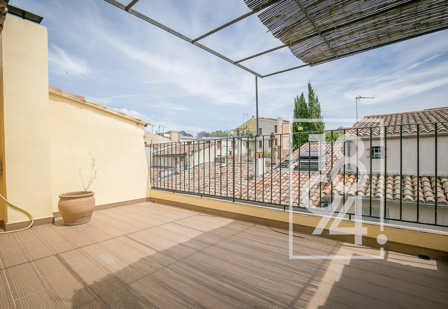 Appartement de Type 3 lumineux refait à neuf avec terrasse, centre d'Aix en Provence