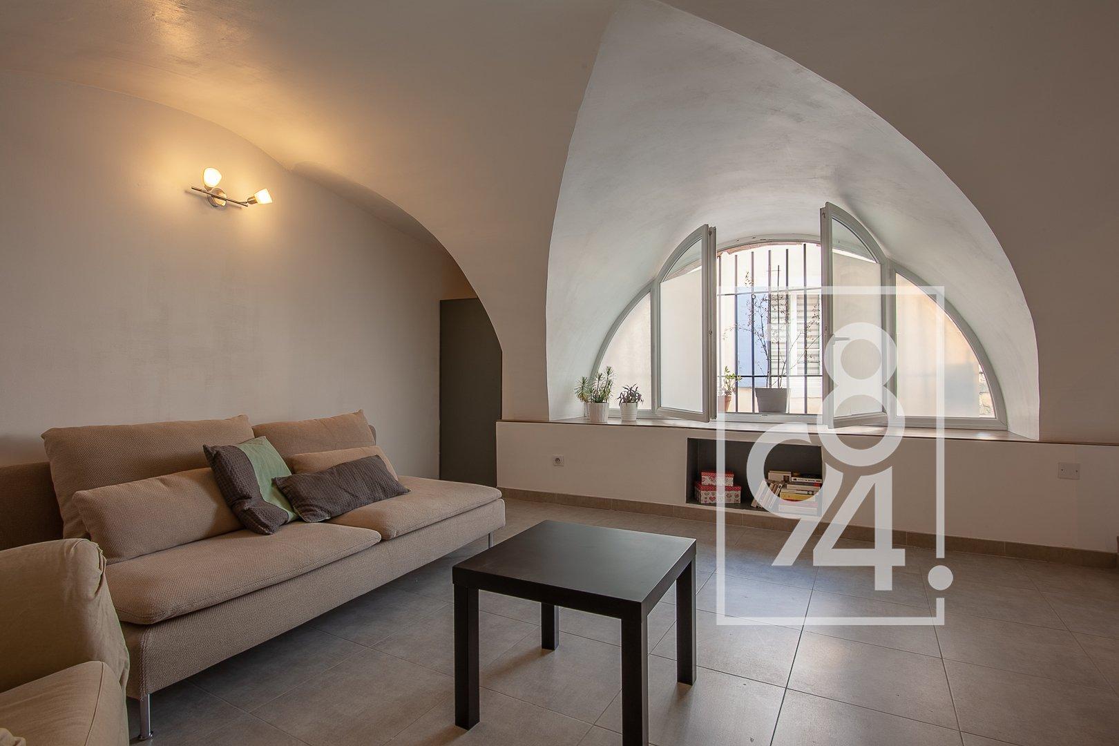 Maison de village T4 moderne et lumineuse sur 2 niveaux au coeur de La Motte D'Aigues