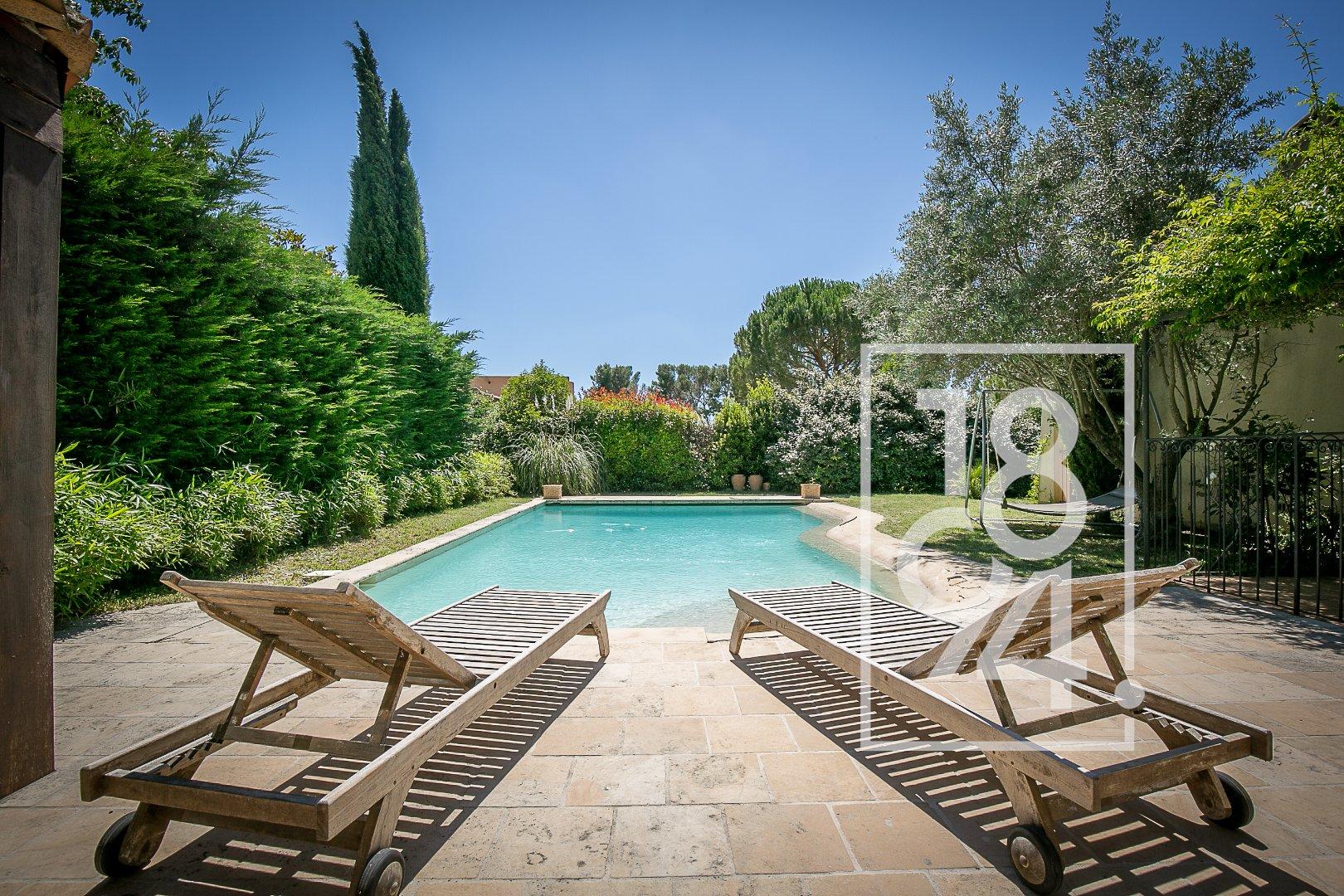 Maison 7 pièces, 147m2 avec jardin et piscine à Luynes