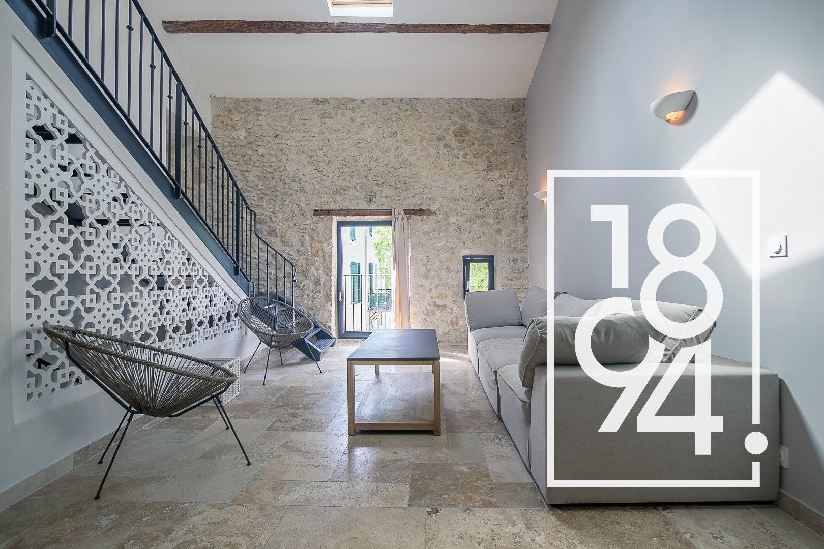 Maison de ville entièrement rénovée de 120m2 avec garage et terrasse tropézienne à Alleins