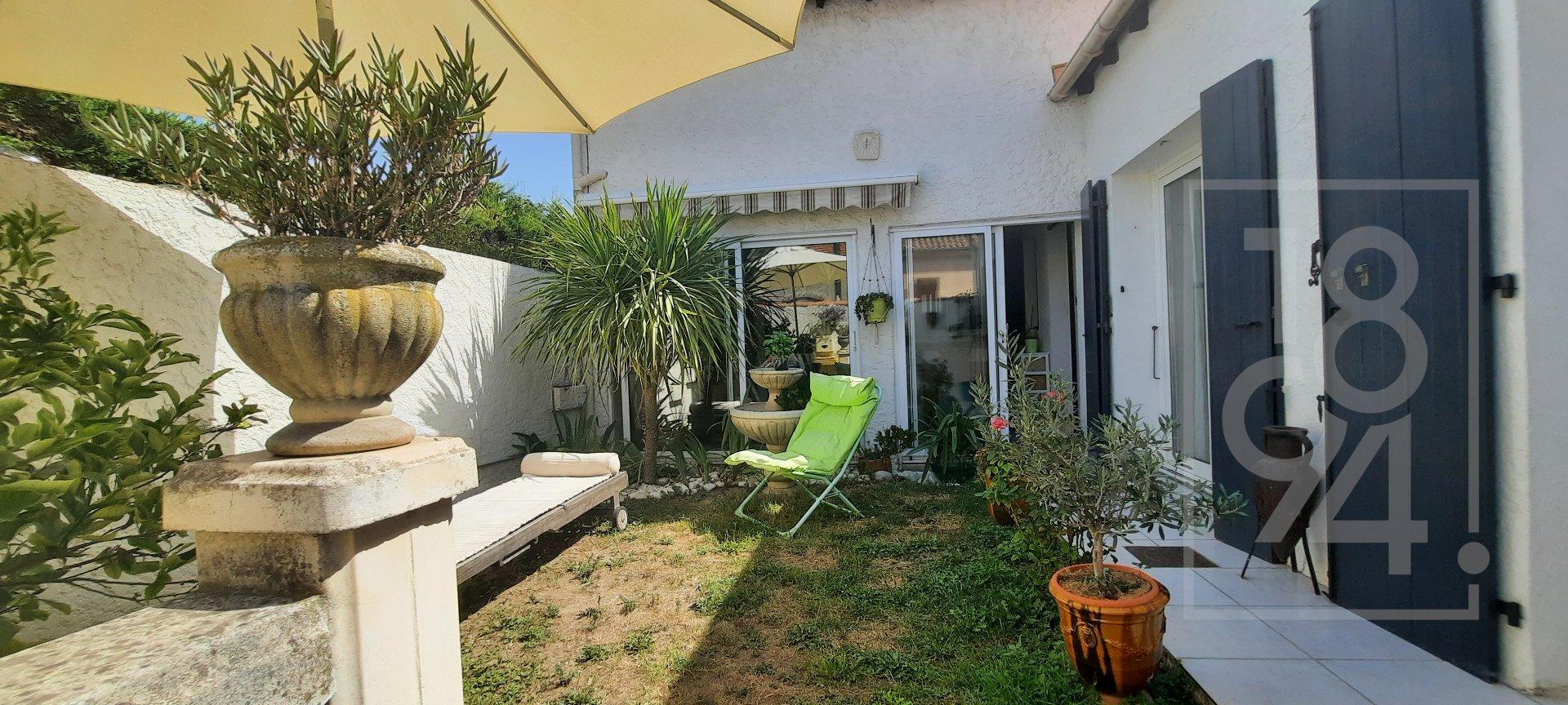 Maison de ville 4 P d'environ 90 m² avec jardinet et garage à Marseille (10e arrdt)