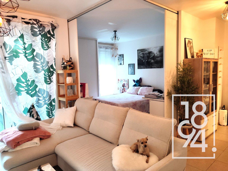Trés bel appartement situé au calme dans une résidence récente et sécurisée