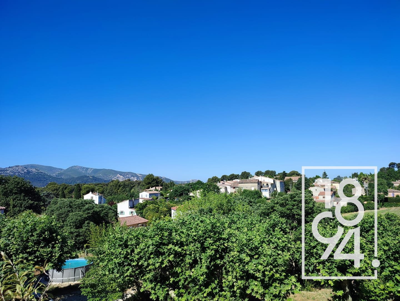A rénover: Appartement de 78M² avec une vue exceptionnelle sur Eoures