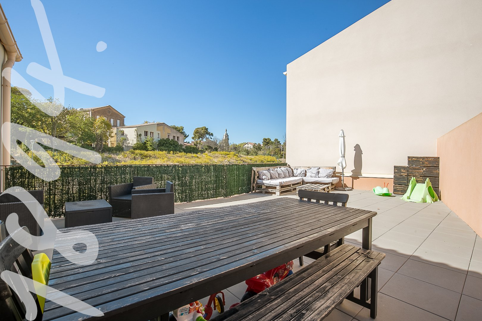 APPARTEMENT T3 66M2 TERRASSE 68M2 GARAGE 30M2 13014 SAINTE MARTHE