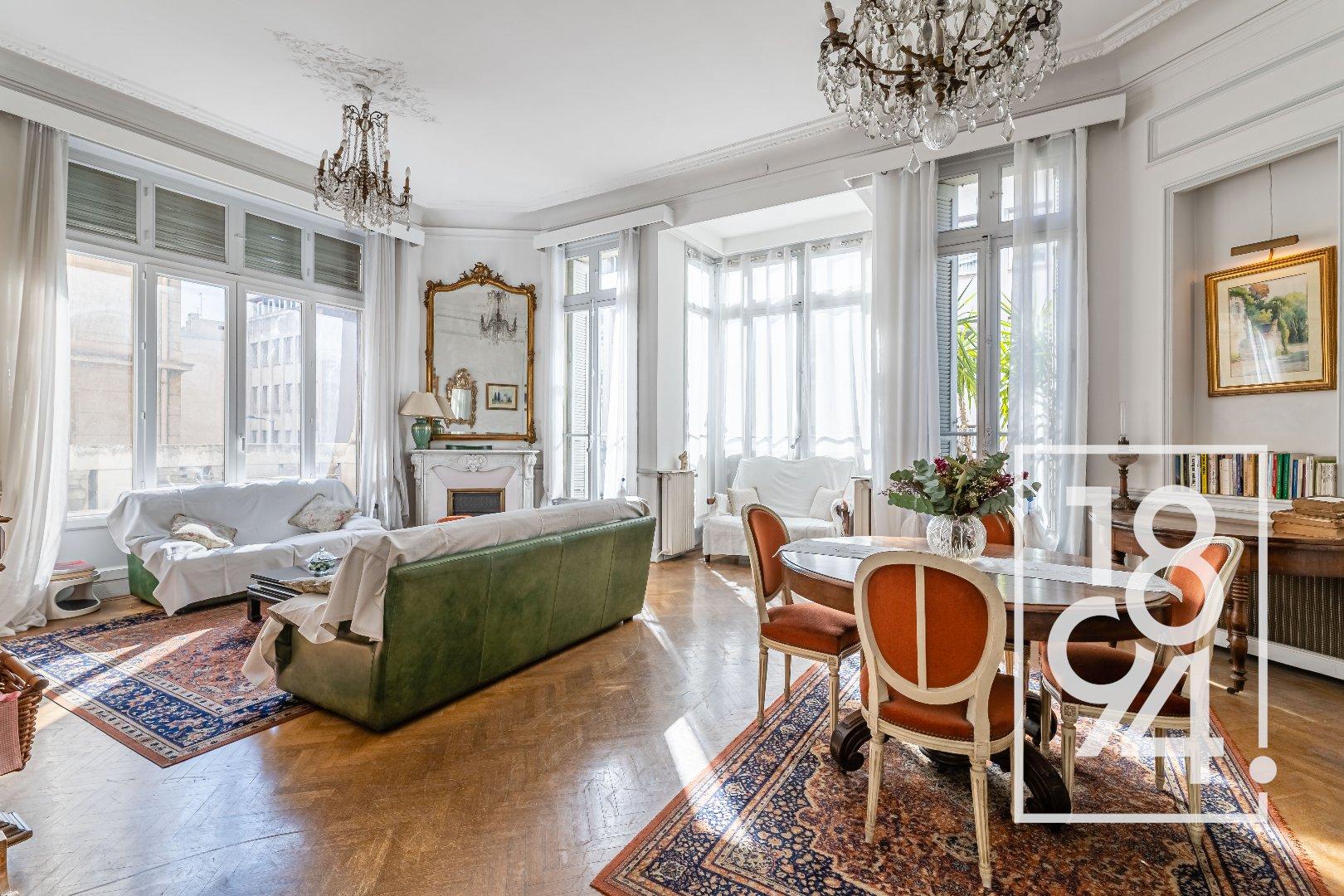 Bel appartement Haussmanien en plein coeur du Carré d'Or