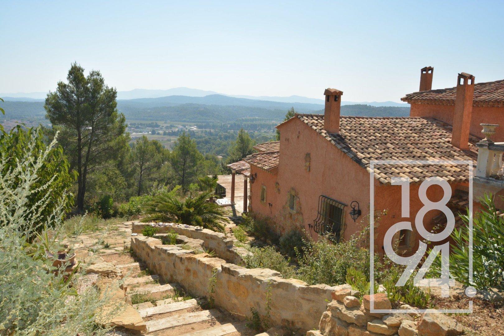 Belle villa dominante de 330m2, Besse sur Issole