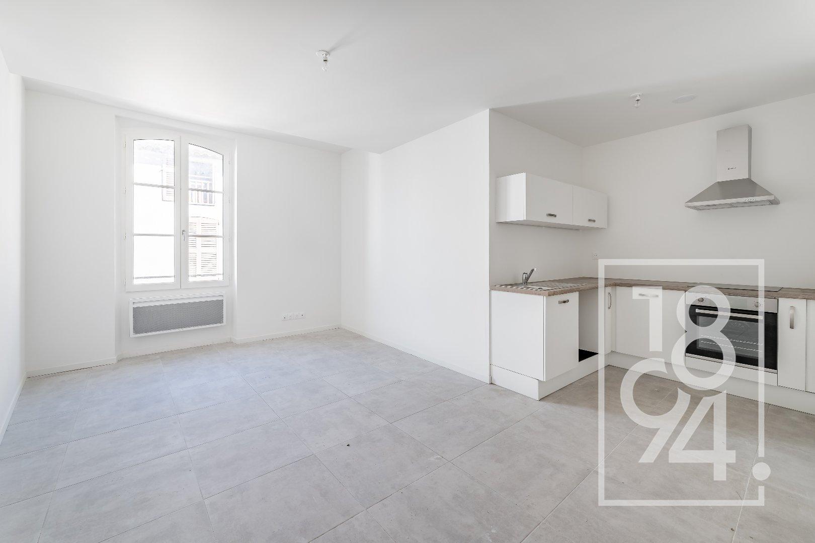 Appartement rénové 47 m2 centre de Vidauban