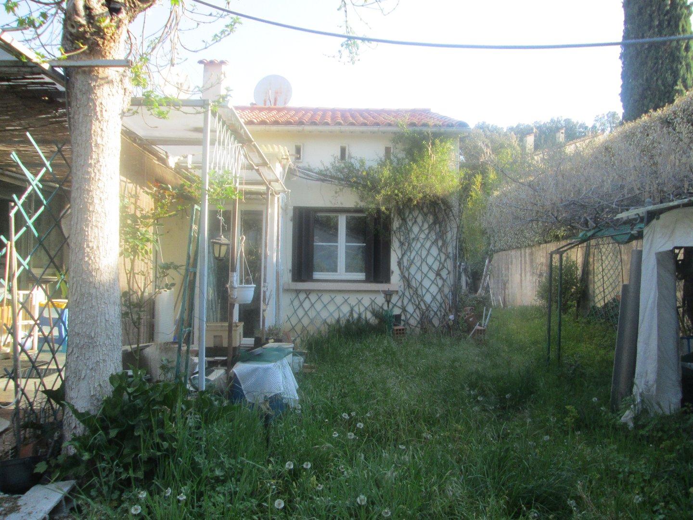 Carces, maison 61m2 plus veranda 19m2 et garage sur terrain clos de 500m2