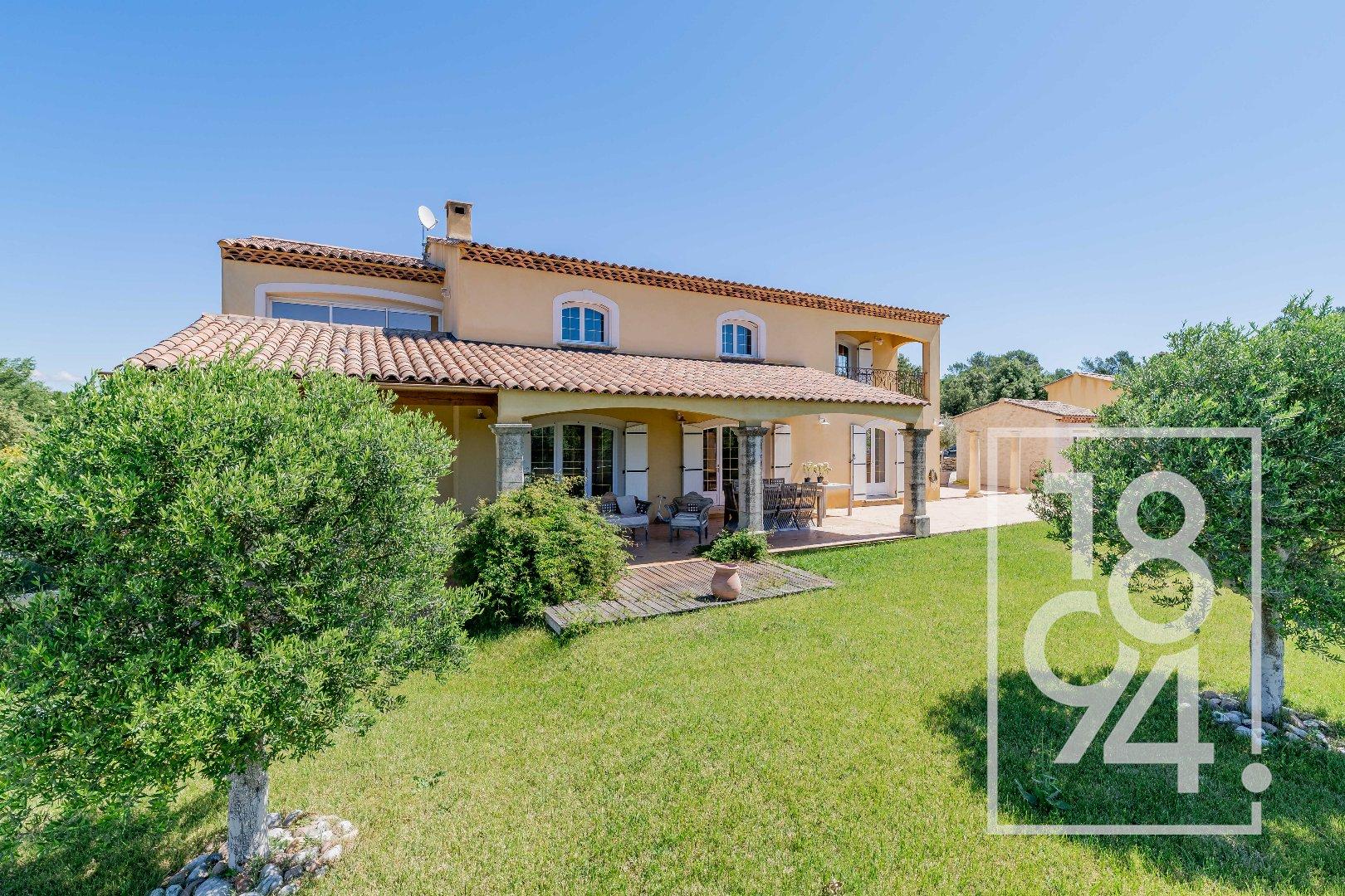 Provence, belle propriété, idéalement située, vue dominante