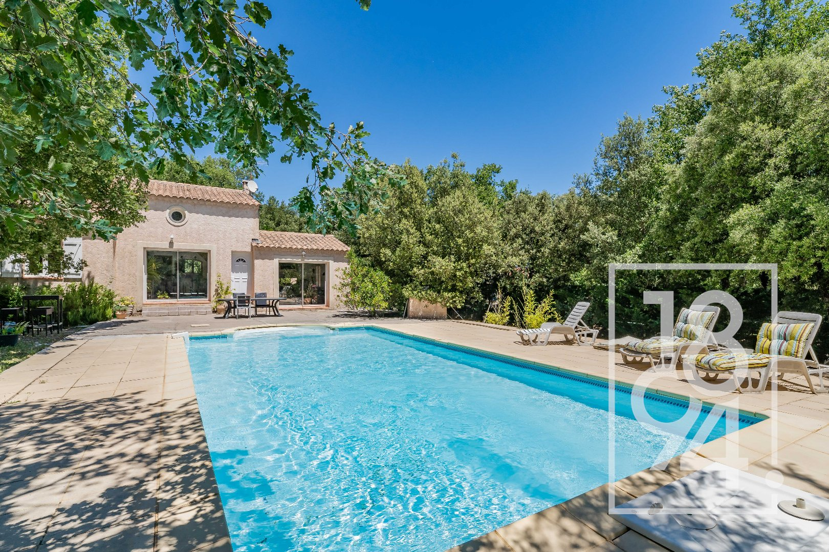 Opportunité Garéoult, villa 170m2 avec piscine, terrain 1620m2,  garage